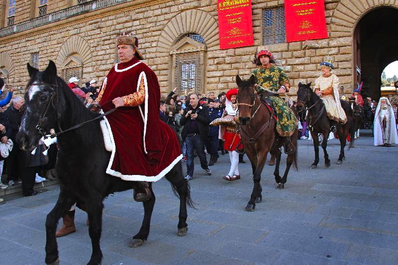 The Three Kings leaving Palazzo Pitti (photo from newspaper)