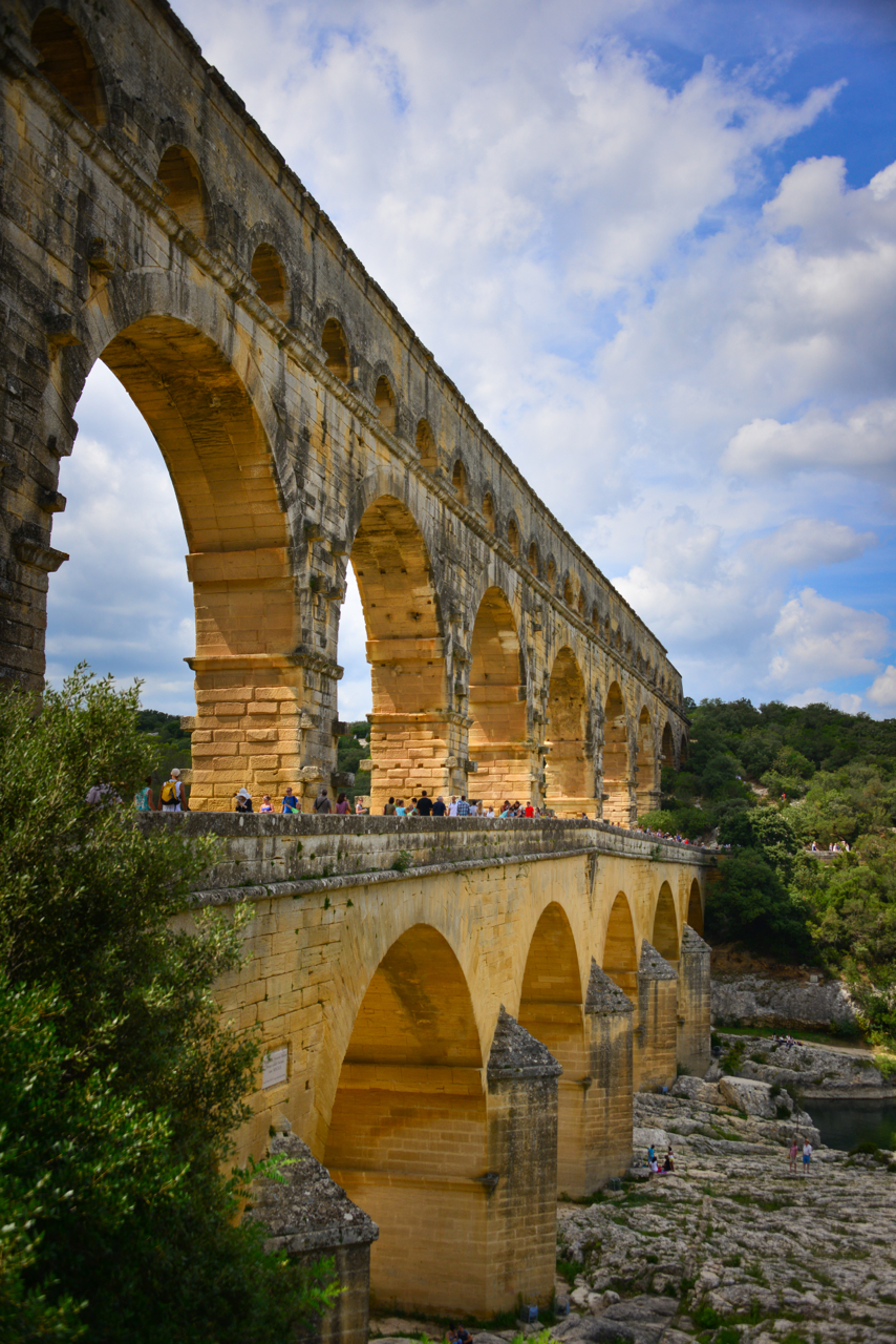 Tour de southern france follow the flammias for Pont du gard architecte