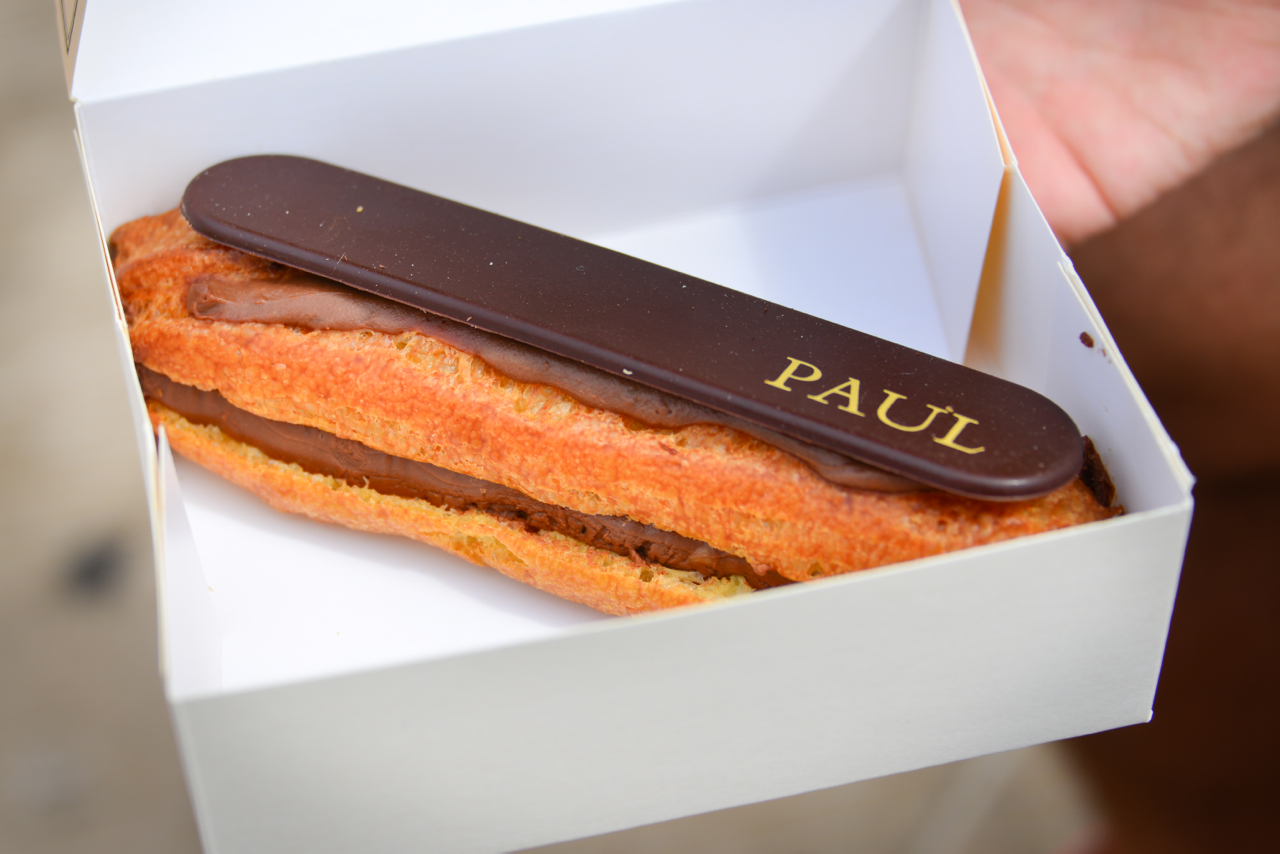 The eclair with chocolate cream