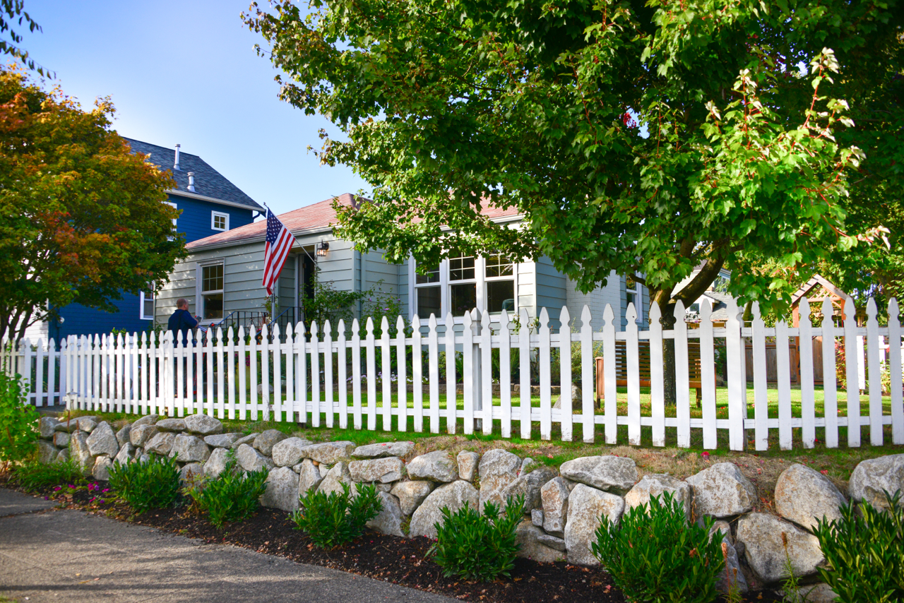 Street view - yes, it even has a picket fence!